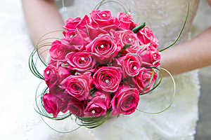 Wedding Planners Help the Bride Select Wedding Flowers