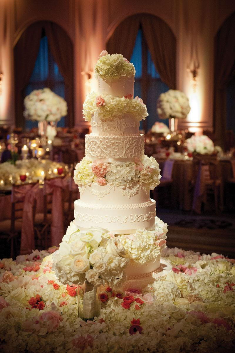 Gorgeous Wedding Cake Eight Tier With Fresh Flowers
